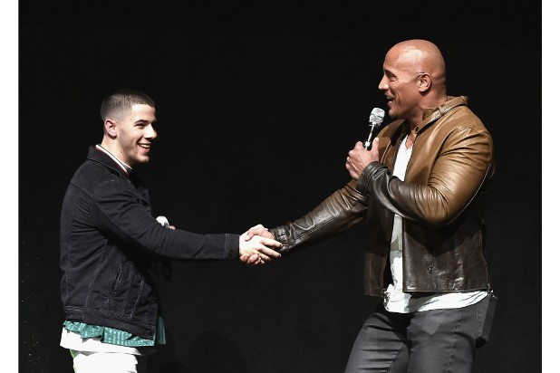 dwayne johnson cinemacon nick jonas