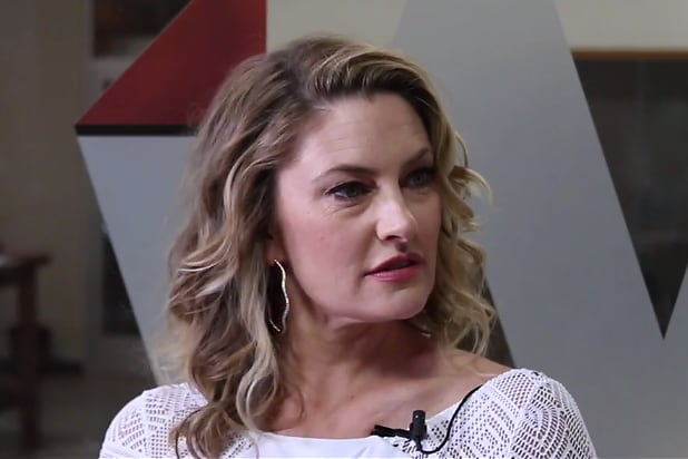 39 riverdale 39 star m dchen amick reveals we 39 ll soon know who for Kinderzimmerlampe madchen