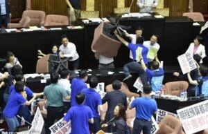 taiwan parliament fight