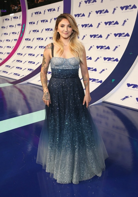 Julia Michaels at the 2017 MTV Video Music Awards.