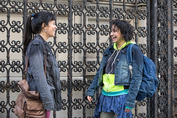 Comedy Central signs Broad City duo