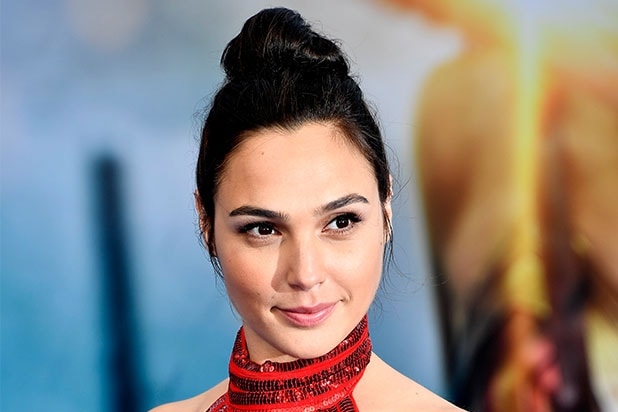 Gal Gadot To Host Saturday Night Live This Season