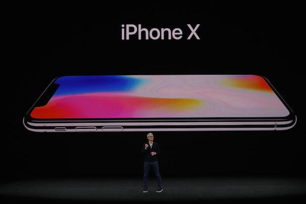 Everyone Loves the iPhone X: 'Clearly the Best iPhone Ever Made'