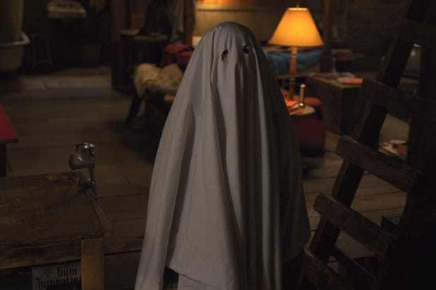 stranger things 2 80s references et ghost costume