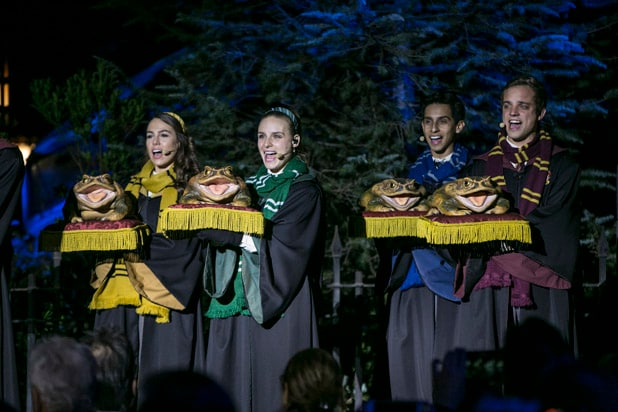 Christmas Wizarding World of Harry Potter Frog Choir