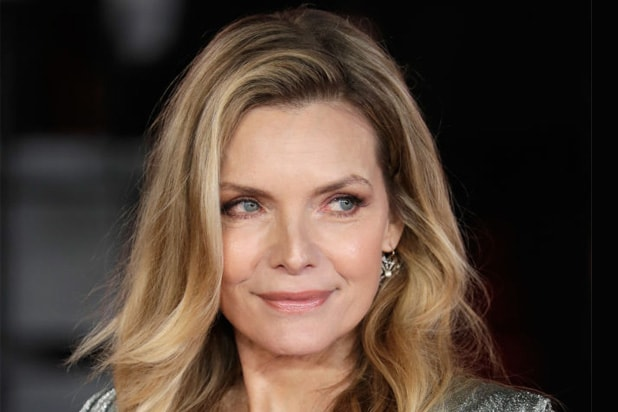 Maleficent 2 Michelle Pfeiffer In Talks To Play The Queen