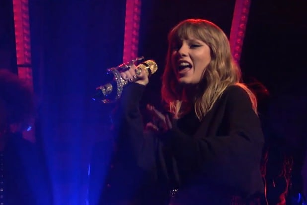 Check Out Both Of Taylor Swift S Performances On Snl Here Videos