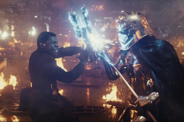 """Star Wars: The Last Jedi"" Finn v Phasma"