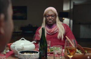 snl saturday night live weekend update michael che white woman gretchen
