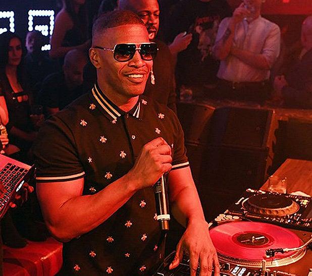 Jamie Foxx DJing