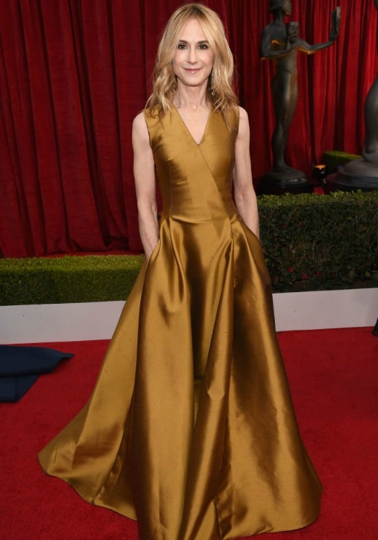 holly hunter sag awards red carpet