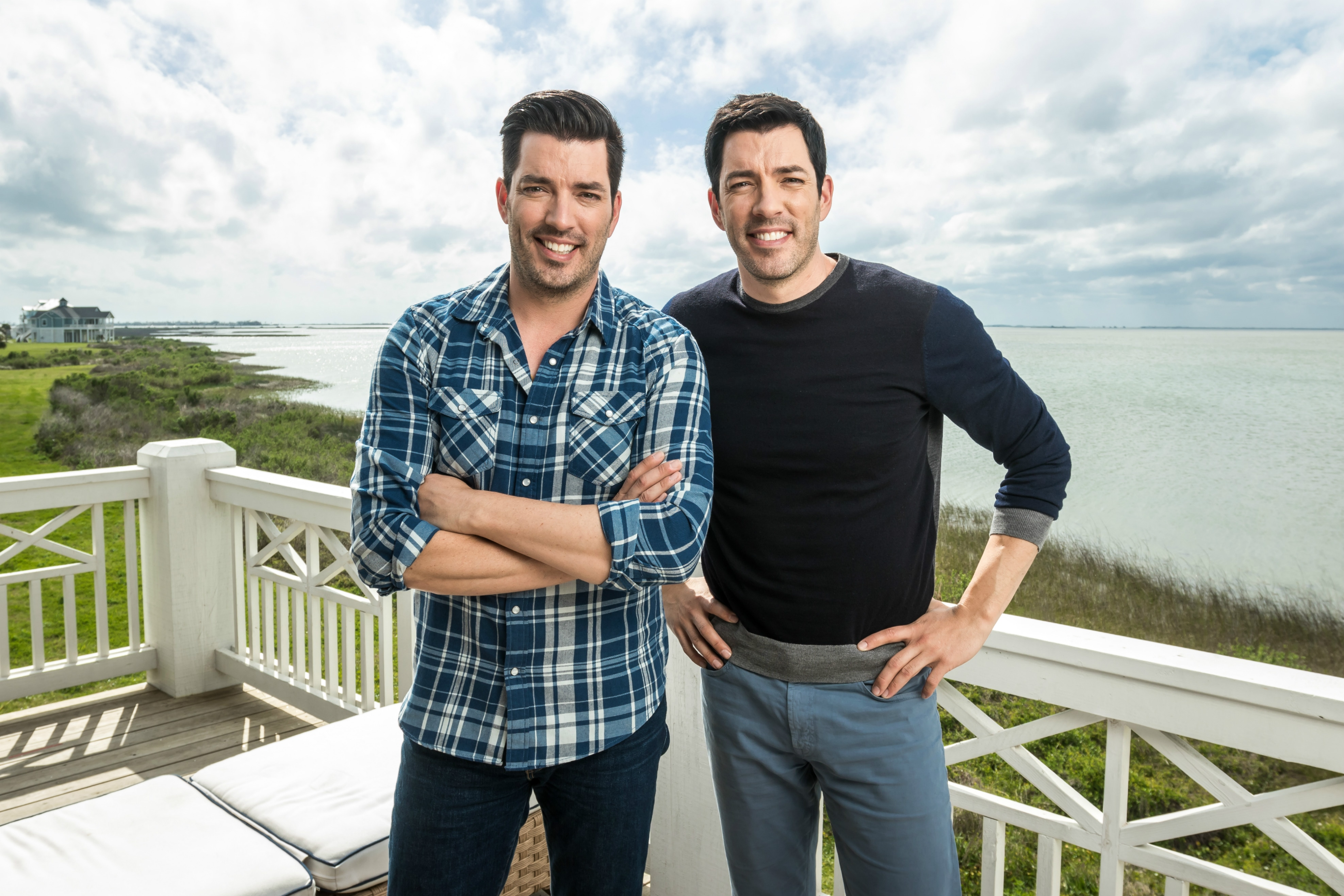 Property brothers jonathan scott and drew scott ink new Who are the property brothers