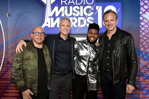 • Michael Bloom, SVP, Unscripted Series & Specials, TNT & TBS • John Sykes, President of Entertainment, Enterprises for iHeartMedia • Khalid, iHeartRadio Music Awards Best New R&B Artist winner • Tom Poleman, Chief Programming Officer for iHeartMedia • Photo credit: Nielson Barnard/Getty Images