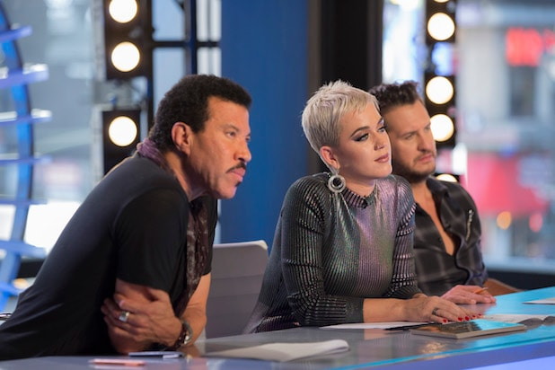 Katy Perry Wears Socks on Hands on 'American Idol' - What's the Deal?