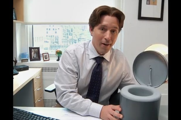 Snl Beck Bennett Keeps Up His Productivity By Pooping In His