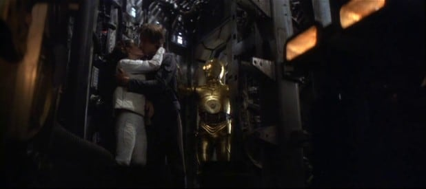 han kisses a lady and gets interrupted solo a star wars story recycled moments