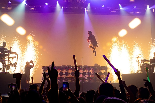 The Chainsmokers Pyro