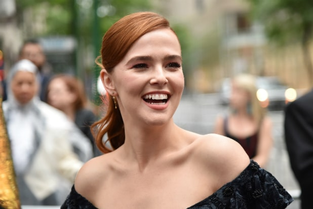 Set It Up Star Zoey Deutch Joins Sony S Zombieland Sequel
