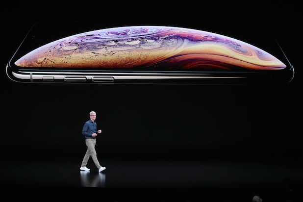 Tim Cook iPhone XS