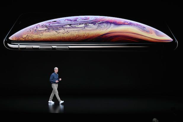 Tim Cook iPhone XS