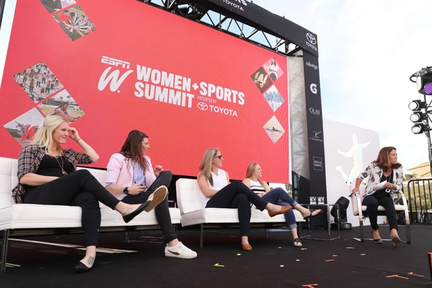US Hockey Jocelyne Lamoureux-Davidson, Hilary Knight, Meghan Duggan and Kendall Coyne Schofield with Julie Foudy espnW