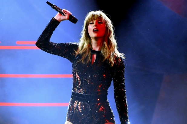 Taylor Swift Performs at AMAs