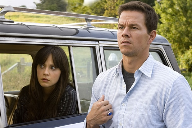 mark_wahlberg__zooey_deschanel_the_happening_movie_image_l
