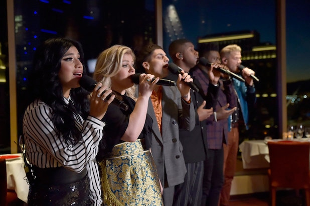 Pentatonix Christmas Youtube.Ratings Pentatonix Christmas Can T Hold A Candle To John
