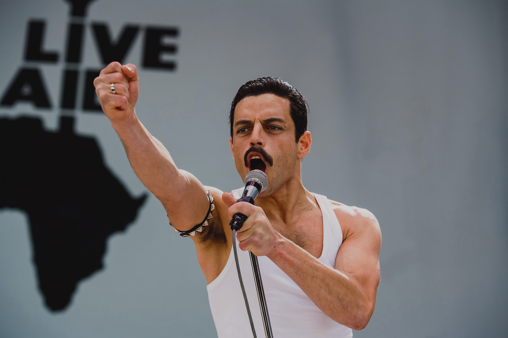 Rami Malek stars as Freddie Mercury in Twentieth Century Fox's BOHEMIAN RHAPSODY.