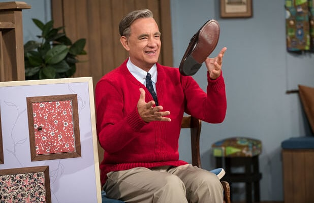 A Beautiful Day In The Neighborhood Film Review Tom Hanks Mr Rogers Film Is A Sweet Miracle