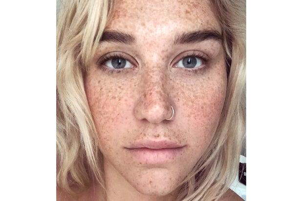 kesha no makeup selfie