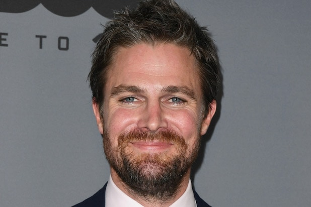 'Arrow' Star Stephen Amell to Lead Starz Wrestling Drama 'Heels'