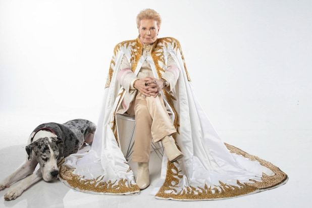 'Mucho Mucho Amor' Film Review: Rapturous Documentary Pays Tribute to Scintillating Oracle Walter Mercado