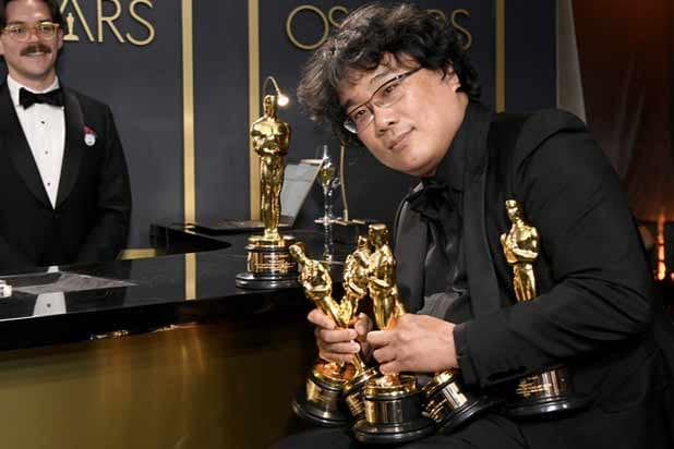 Bong Joon Ho at Governor's Ball with all his Oscars
