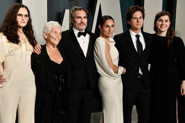 Rain Phoenix, Arlyn Phoenix, Joaquin Phoenix, Summer Phoenix and guests at Vanity Fair