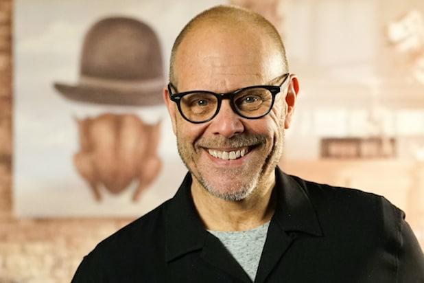 'Good Eats' Host Alton Brown Apologizes for Tweet With 'Flippant Reference' to Holocaust thumbnail