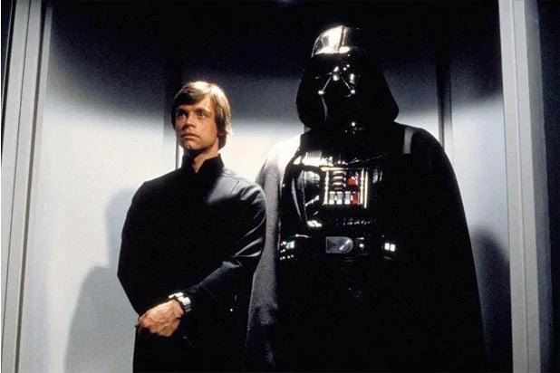 mark hamill reacts to luke skywalker cameo on the mandalorian