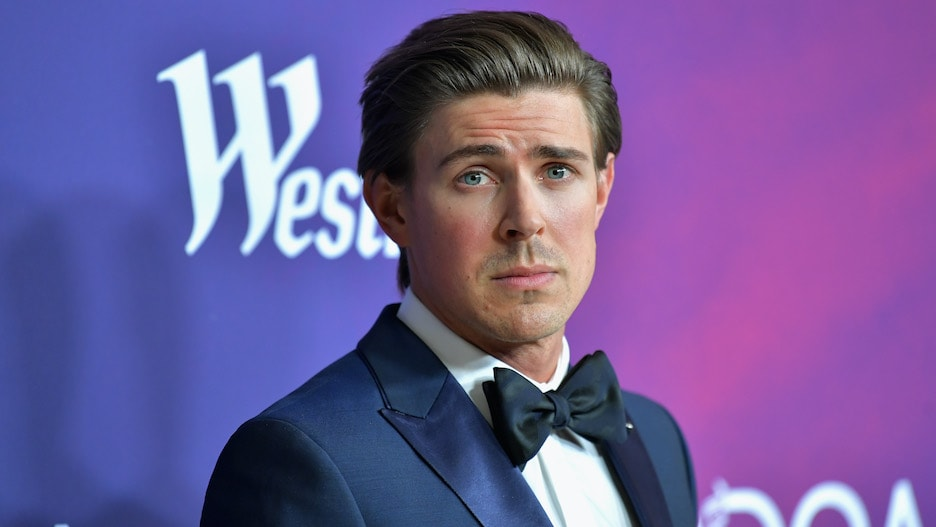 Hulu's Hilary Duff-Led 'How I Met Your Father' Adds Chris Lowell.jpg