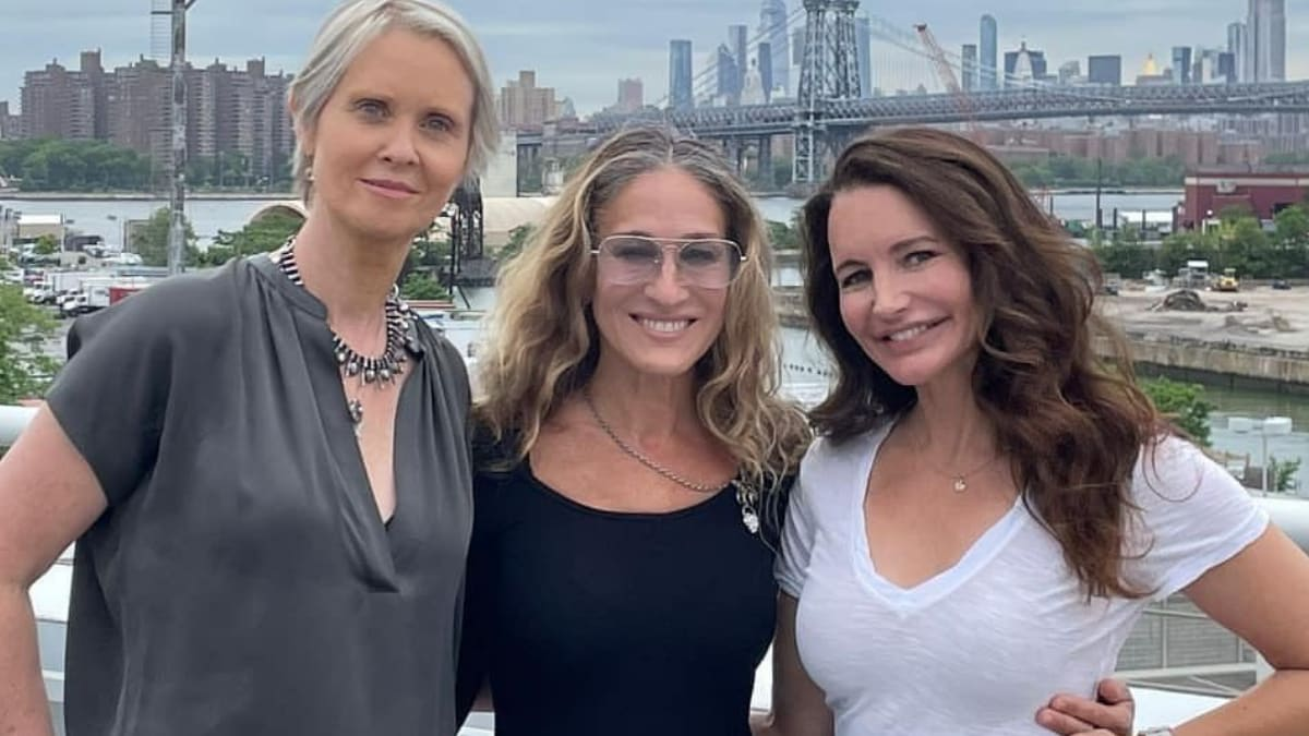 Sarah Jessica Parker Shares Snaps from 'Sex and the City' Revival: 'Together Again'.jpg