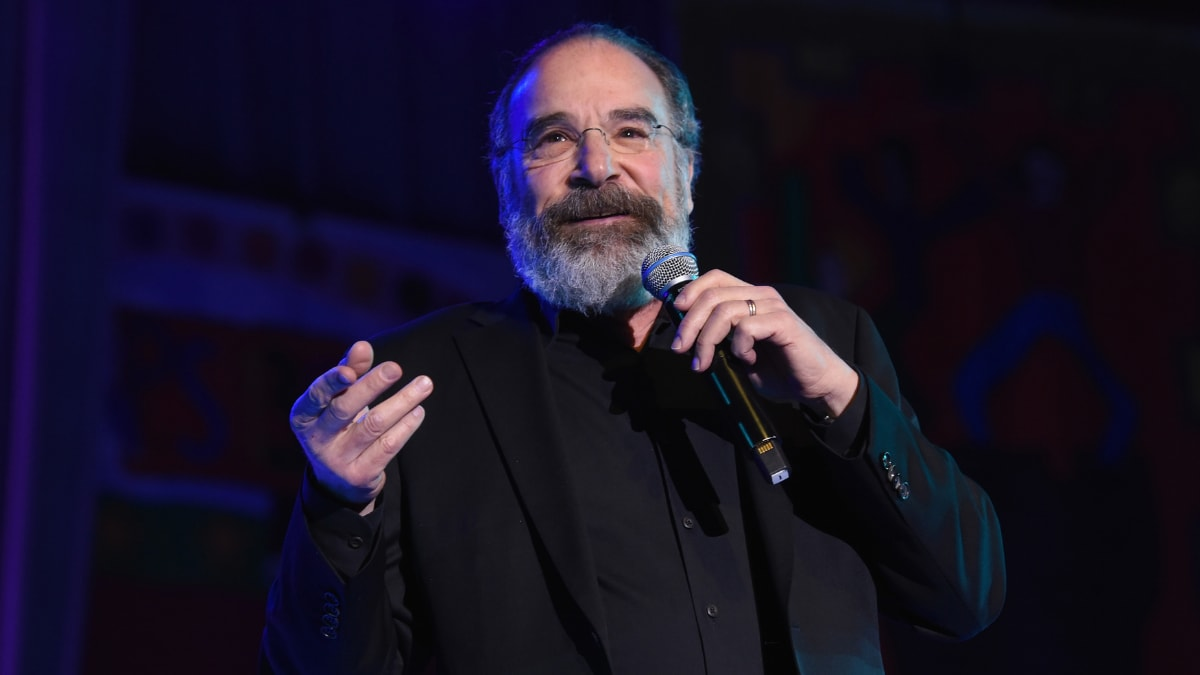 Watch Mandy Patinkin Struggle to Name A Single Actor Who's Played Batman (VIDEO) thumbnail
