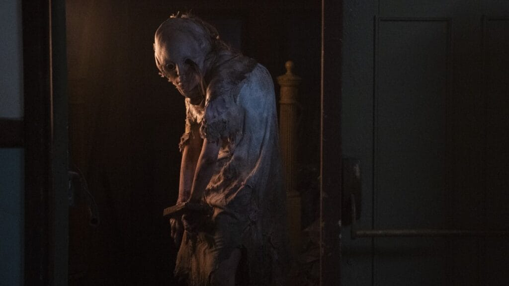Lisa Trevor (Marina Mazepa) in Resident Evil: Welcome to Raccoon City
