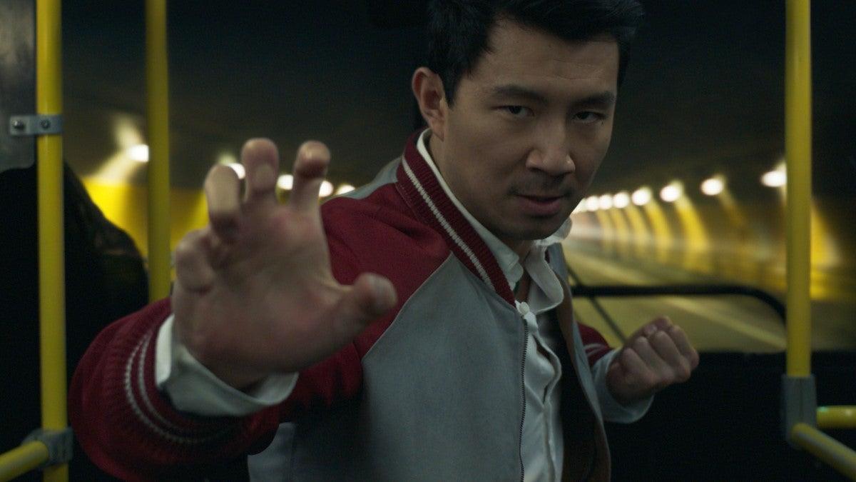 shang-chi bus simu liu