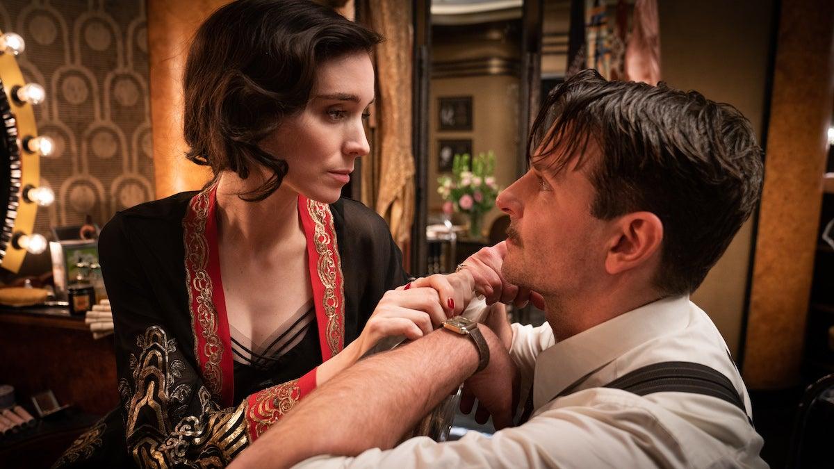 'Nightmare Alley' Trailer: Bradley Cooper Plays Mind Games in Guillermo Del Toro's Film Noir (Video).jpg